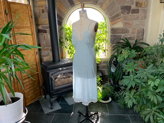 Vintage 1940s Light Blue Rayon and Lace Full Slip… - image 3