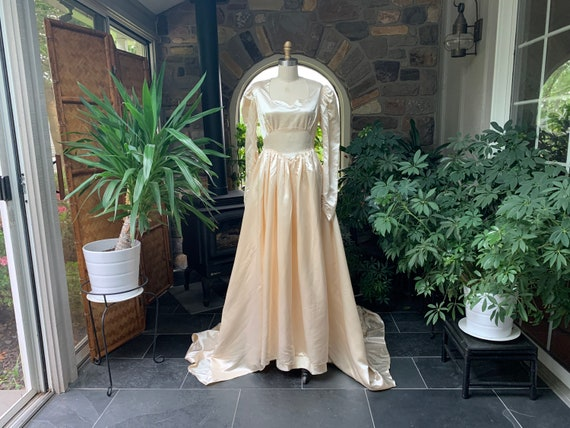 Vintage 1940s Creamy Ivory Satin Wedding Dress, Vi