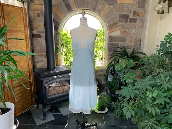 Vintage 1940s Light Blue Rayon and Lace Full Slip… - image 1