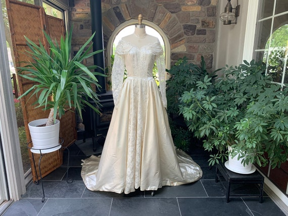 Vintage 1940s Ivory Satin, Tulle and Lace Wedding