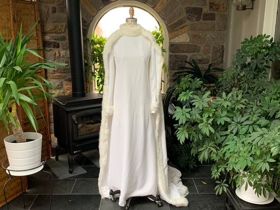 Vintage 1960s Winter White Velvet Fur Trimmed Wedd