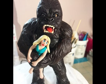 King Kong and Jane cake topper