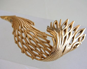 Trifari Gold Brooch Branch Coral Seaweed Crown Trifari Pin Scultpural Organic Gold Color Brooch Ocean Coral Reef Botanical Nature Gold Pin