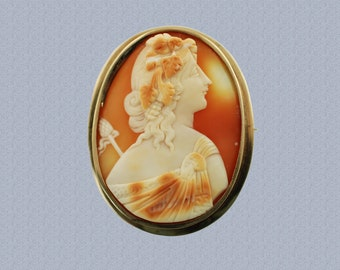 Antique 10K Yellow Gold Hand Carved Shell Cameo Bacchante Maenad Wearing Rams Head Clasp Holding Thyrsus