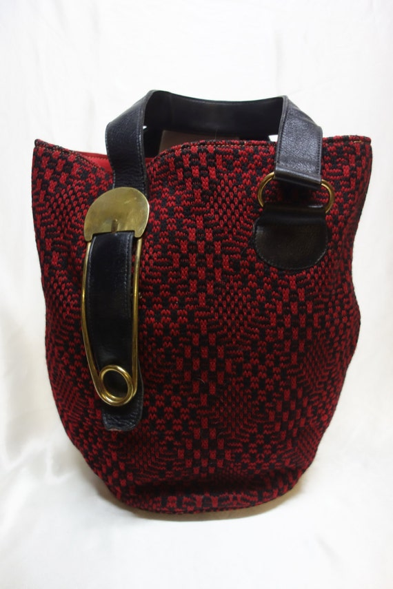 ROGER VAN S Vintage 60s Red/Black Knit Purse with