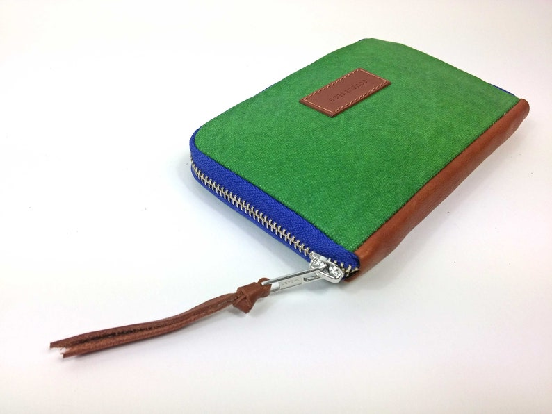 639f0cb8f3307 Frau Brieftasche     Smaragd-Grün gewachst Effekt Leinwand mit