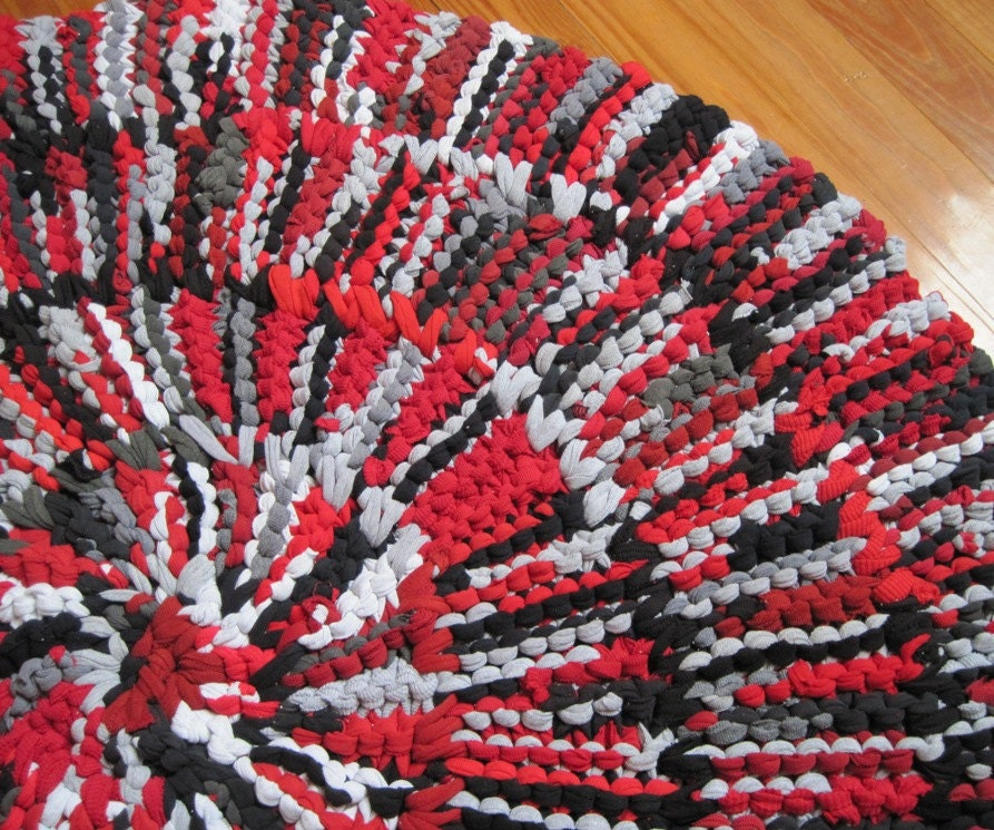 T Shirt Rug Circular Rag Rug Crimson Red Black Gray Cotton