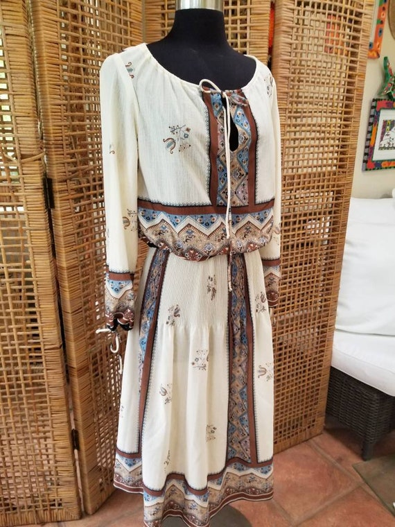 Pretty little 1970s peasant blouse and matching sk