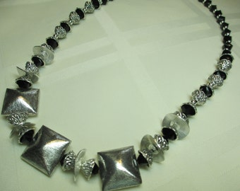 Sparkly Bold Necklace in Black and Silver