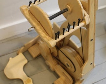Spinolution Worker Bee Folding Travel Spinning  Wheel for Bulky and Art Yarns