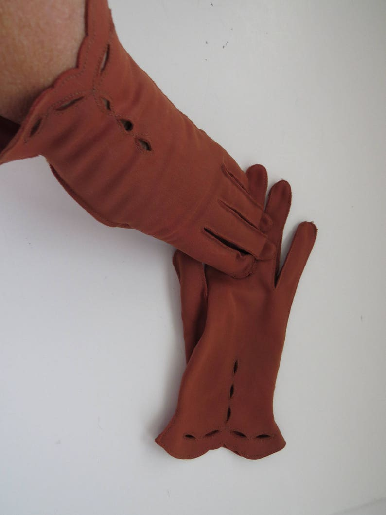 Vintage Costume Gloves Accessories Scalloped Cut Outs Top Stitching 1950s Milk Chocolate BROWN Short Nylon Gloves by Shalimar Size 6.5