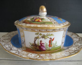 Vintage Covered Dish - Serving/Vanity - Victorian