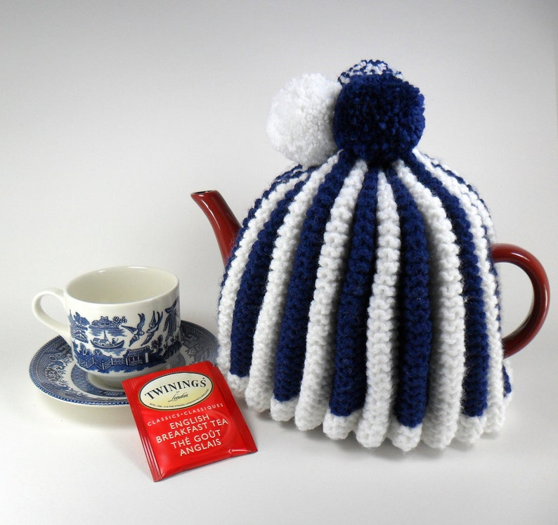 Traditional Teapot Cozy - Ripple Design with Pompoms