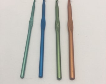BOYE CROCHET HOOKS  Lot of 4 Sizes H, I, J, K