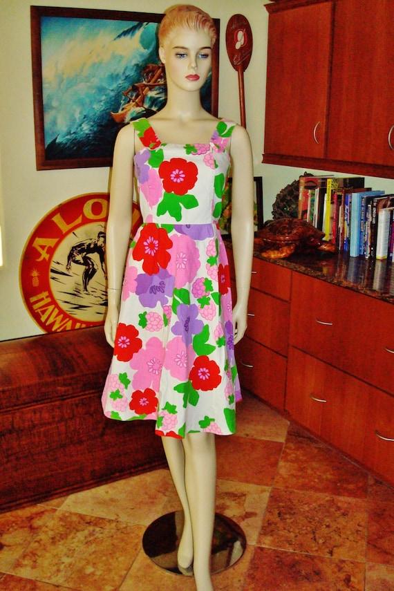 5edb1afef1525 Vintage 70s Hawaiian Dress by Malia Mod Flowers Pop Art   Etsy