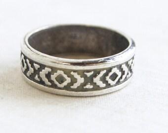 Southwestern Ring Band Size 9 .75 Sterling Silver Unisex Geometric Native American Design XO Rug