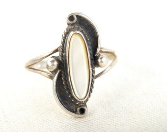 Mother of Pearl Ring Size 6 Vintage Dainty Southwestern Jewelry Boho Oval MOP White Ring