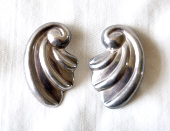 Silver and White Mid Century,white and silver,abstract design,vintage,silver-toned,mid century,accessories,clip on,metal clip on,earrings