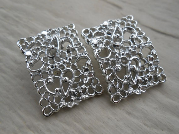 Vintage Filigree Silver Earrings. Clip On.  Wedding, Mom, Anniversary, Gift, Mother of the Bride