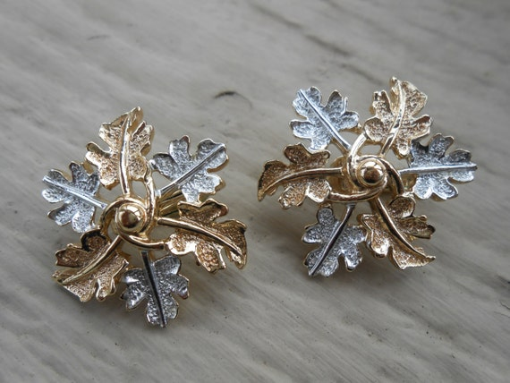 Vintage Snowflake Earrings. Clip On.  Wedding, Mom, Anniversary, Gift.  Winter, Frozen.