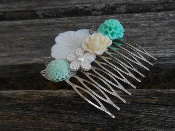 Mint & Ivory Hair Comb. Beach, Shell. Bridal, Bridesmaid Gift.  Shabby Chic Hair Piece. Flower Girl. Mom, Anniversary, Birthday.