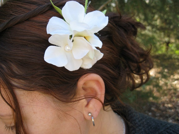 Light Ivory Hydrangea Hair Piece. Rustic, Elegant Wedding Hair Accessory. With Green Leaves & Pearls. Special Orders Welcome.