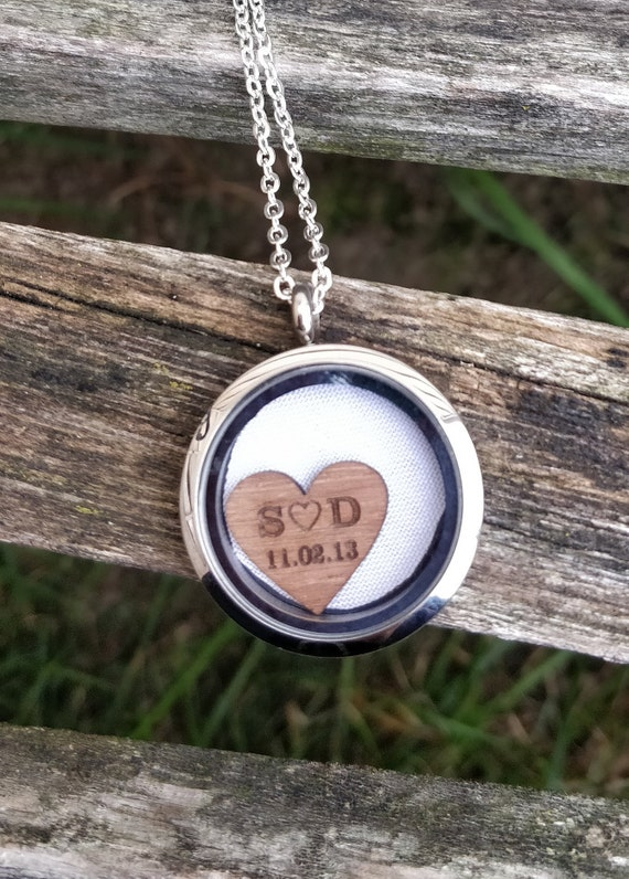 Wedding Dress Locket Necklace, With Engraved Heart. Bridesmaid Gift, Mom Gift. Memory Locket. 5th Anniversary Gift, Wood.