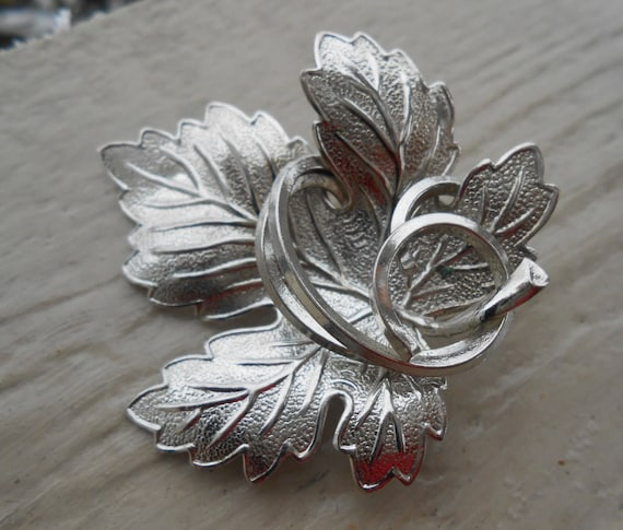 Vintage Leaf Pin. Silver, Vintage 1980s. Groomsmen, Anniversary, Men, Women, Mom Gift