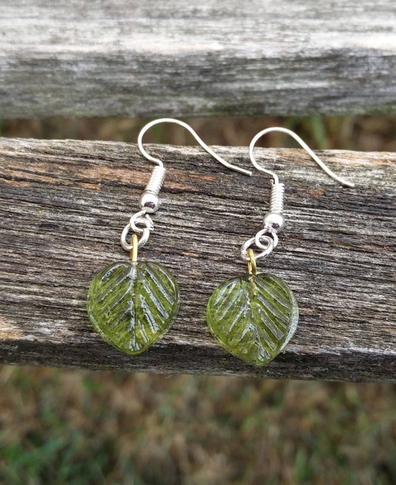Leaf Earrings, Green. Dangle Earrings. Gift, Mother's Day, First Anniversary.