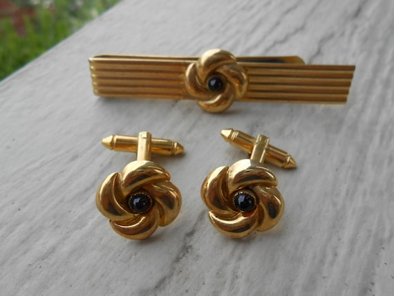 Vintage Red Knot Cufflinks & Tie Clip SET. Wedding, Men's Christmas Gift, Dad.  Gold Tone.