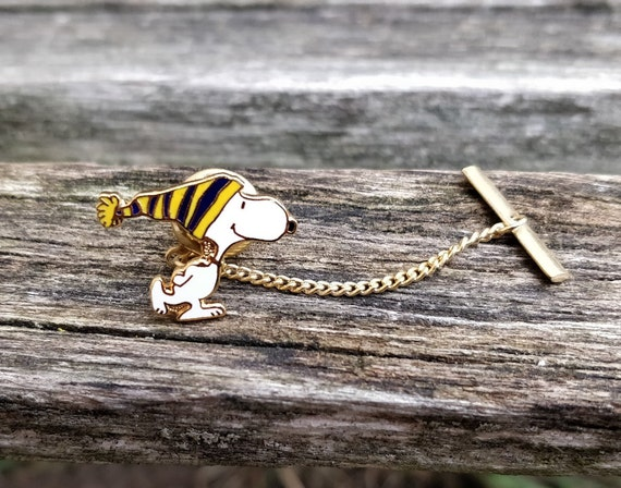 Vintage Snoopy Tie Tack. Wedding, Groomsmen Gift, Dad. Christmas, Groom, Anniversary, Birthday. Peanuts, Charlie Brown. Winter