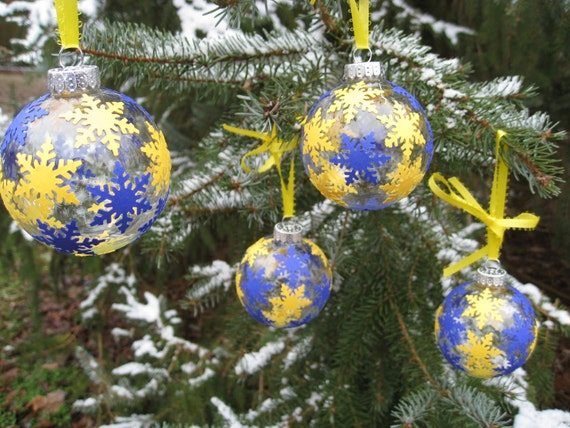 University of Michigan Wolverines Christmas Tree Ornaments with Snowflakes. Maize & Blue.