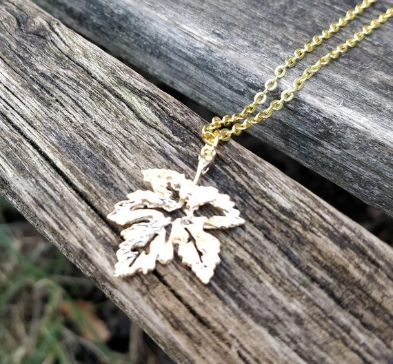 Maple Leaf Necklace, Gold. Wedding Gift, Bridesmaid, Mom, Anniversary Gift. Birthday. Leaves. Fall