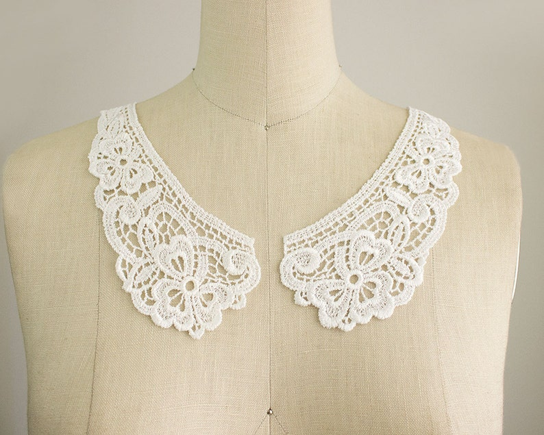 Victorian Clothing, Costumes & 1800s Fashion White Venise Floral Peter Pan Lace Collar / Neckline / Edwardian Lace Necklace / Two piece Peterpan Collar $4.00 AT vintagedancer.com