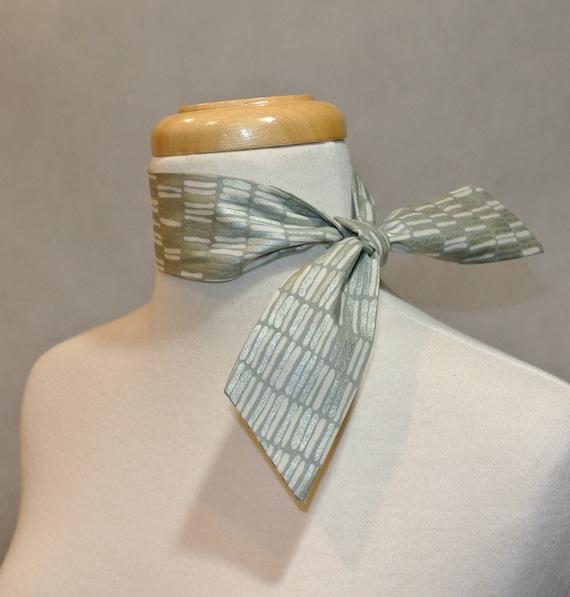 Cravate argent et blanc Womens cravate foulard long foulard   Etsy 2a7f4536b2e