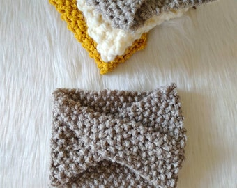 Grey knitted earwarmer, grey knit headband, grey knitted turban, turban headband, twisted headband, cute hair accessories