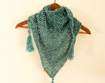 Blue crochet scarf, Triangle crochet scarf, Triagle Shawlette, Boho crochet scarf, Blue neck warmer, Mermaid crochet shawl,Blue crochet cowl