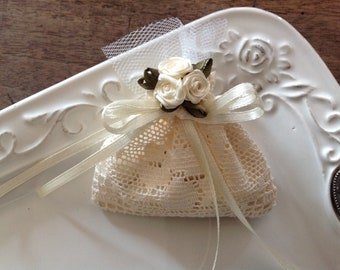 69e07dd994347c A set of 10 lace gift bags