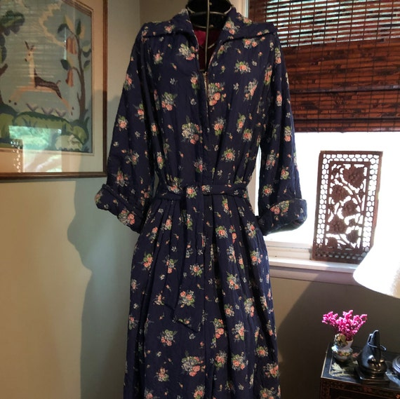 1940s quoted navy floral print dressing gown/robe
