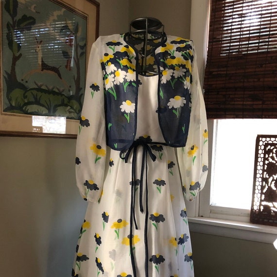 Late 1960s/early 1970s daisy print voile maxi dres