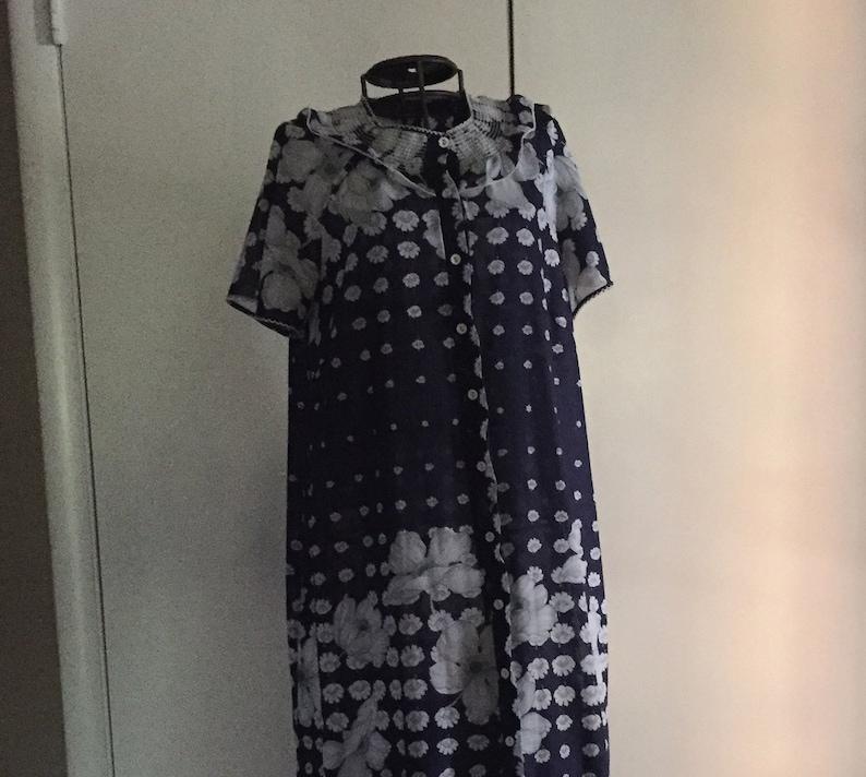 1960/'s mid summer white garden print light robe