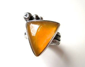 Always Playing the Angles - primitive triangular gemmy yellow amber Oregon common opal cabochon, graduated granules, sterling silver ring