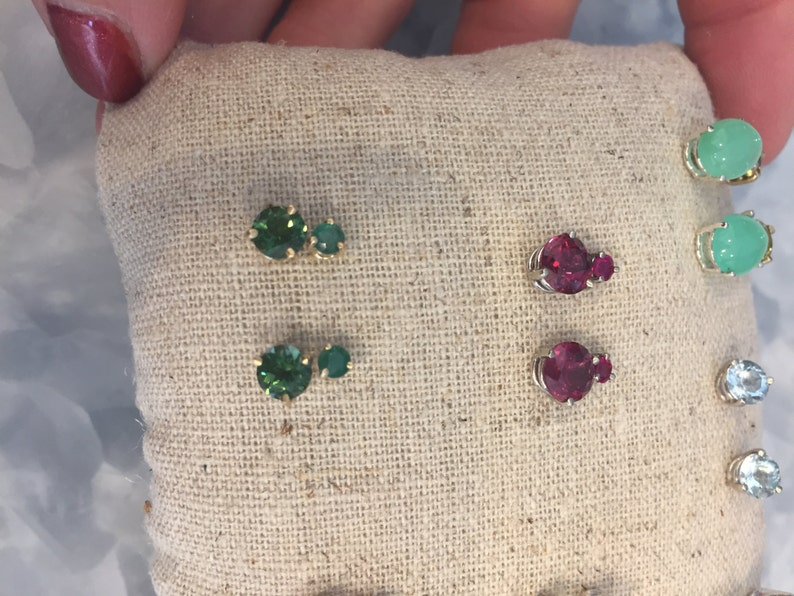 Rhodolite Garnet or Ruby faceted Stud earrings Gold and Red image 0
