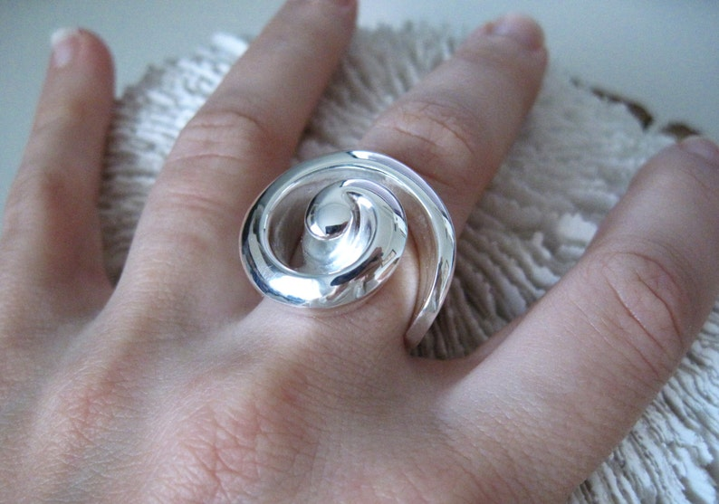 SIZE 7 Sterling Silver Shell Cocktail Ring Beach image 0