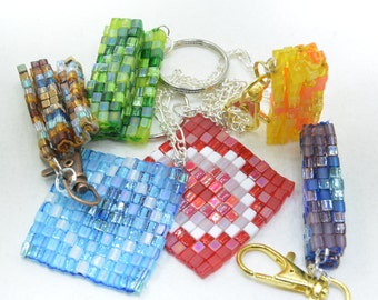 Beaded fidgets: Foldable mandalas as keychains, bag clips or necklaces