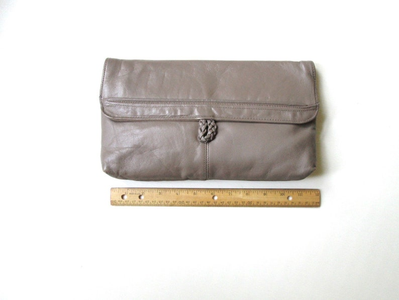 classic minimalist style taupe brown leather handbag clutch bag envelope purse vintage 80s Toni