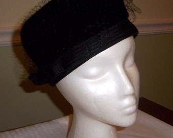 00ddbc1bce9 Estate Find Vintage Black Velour Pill Style Ladies Hat Netting Bow