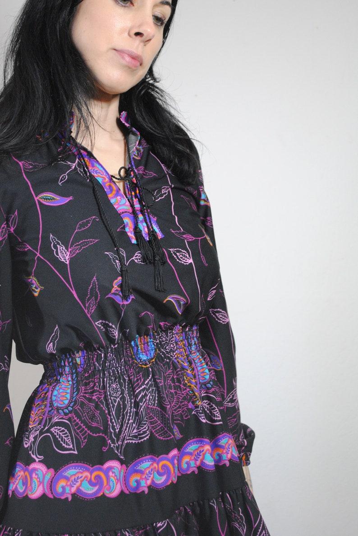 psychedelic 60s 70s dress bright paisley swirl vines pattern black puff sleeves elastic cuffs elastic waist