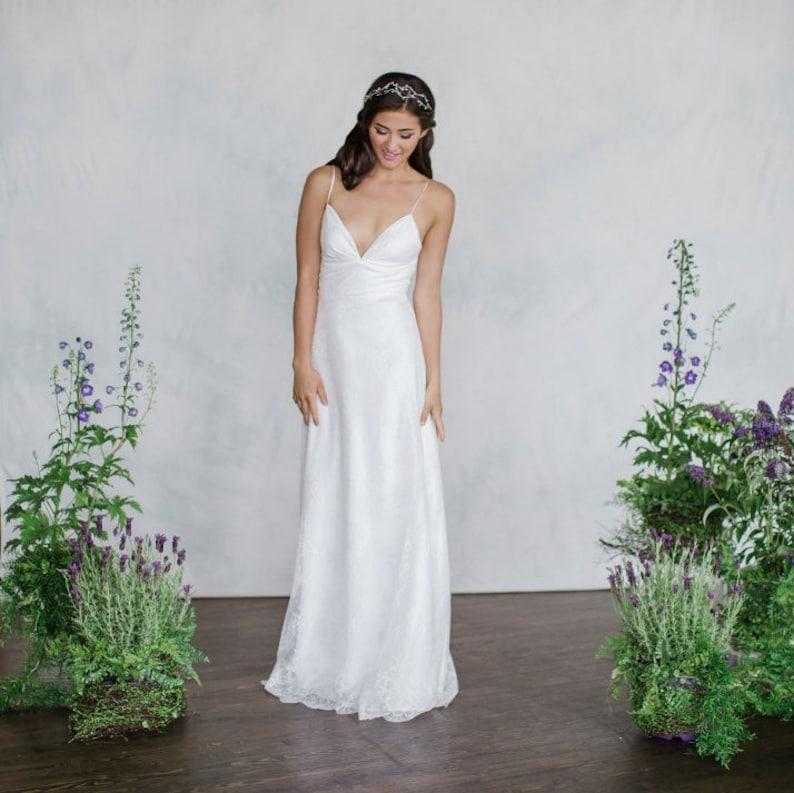 05831a0df Chantilly lace Wedding Dress V-Neck Slim light weight