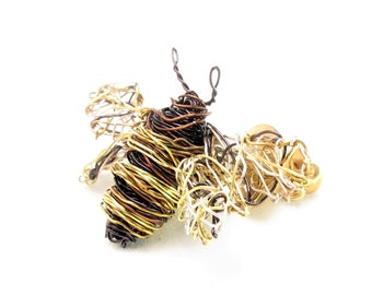 Bee jewelry, honey bee brooch, cute, dress, bee pin, black gold, Winter, wire wrapped, modern boho art jewelry, unique birthday gift for her